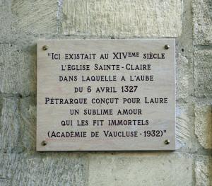 Plaque_dépossée_sur_la_façade_du_Couvent_Sainte-Claire_Avignon_by_JM_Rosier